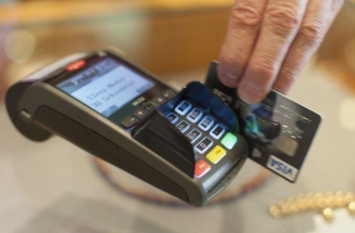 Weniger Gebühren für Einkäufe mit  Visa und Mastercard
