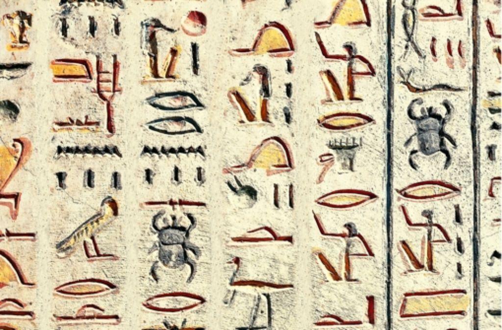 Diese Hieroglyphen sind Teil einer Inschrift im Grab von König Ramses VI. im Tal der Könige in Ägypten. Foto: Mauritius Foto:
