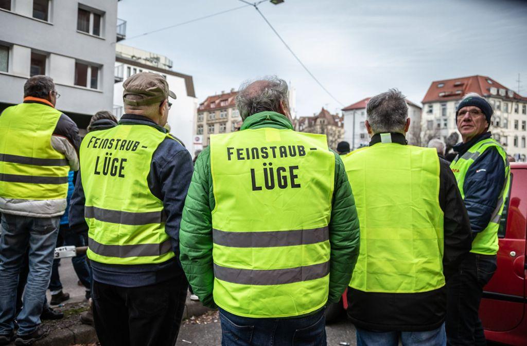 Bei der Diesel-Demo am Neckartor dominierten Gelbe Westen. Foto: Lichtgut/Julian Rettig