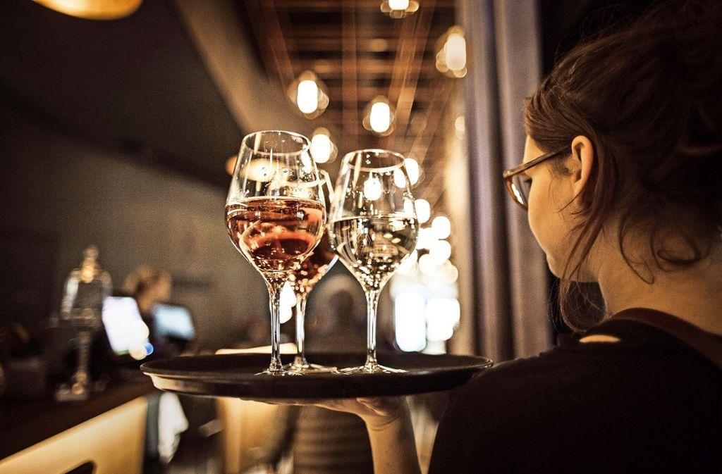 """Mit dem Gesetz soll auch die """"Arbeit auf Abruf""""geregelt werden, die in der Gastronomie oft zu finden ist. Foto: Lichtgut/Leif Piechowski"""