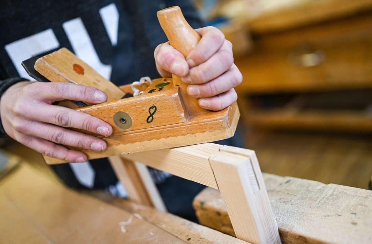 Fast die Hälfte der 1500 befragten Handwerksbetriebe in Baden-Württemberg bezeichnet seine  Lage als gut. (Symbolbild) Foto: dpa/Felix Kästle