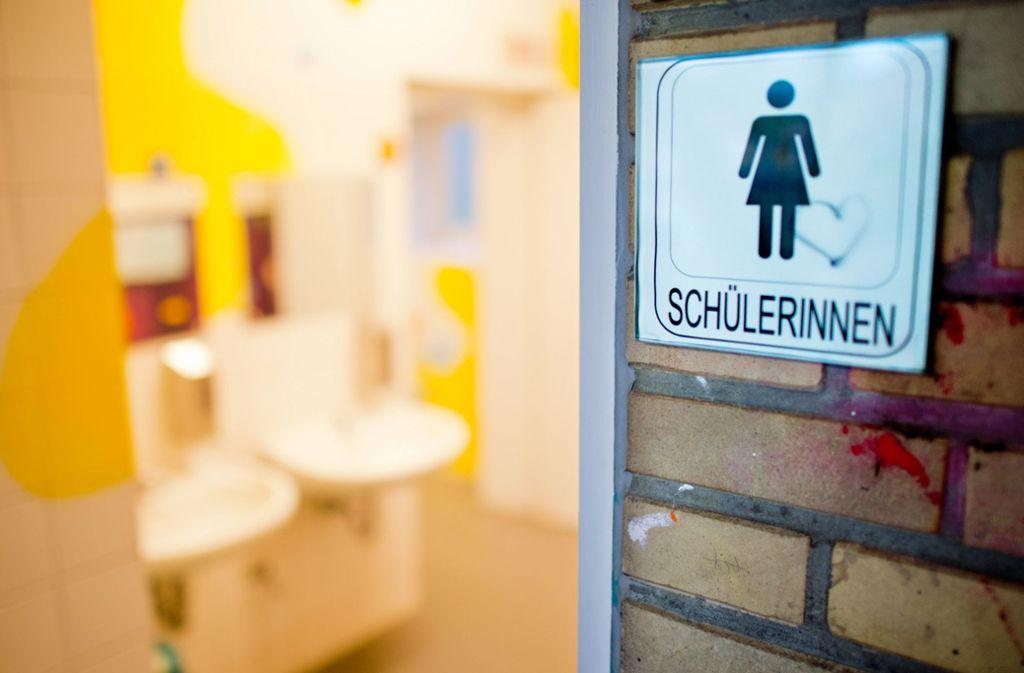 Zu wenige, stinkende, verdreckte, veraltete, kaputte, schlecht gereinigte Toiletten – ein Problem, das viele Schüler kennen. Foto: dpa