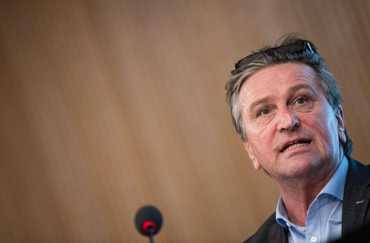 Gesundheitsminister Manfred Lucha sprach von einer Pandemie der Ungeimpften (Archivbild). Foto: dpa/Christoph Schmidt