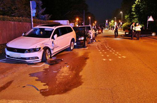 24-jähriger Autofahrer kracht in drei parkende Fahrzeuge