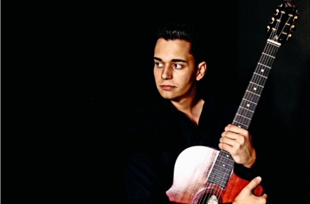 Gismo Graf hat schon als Kind seine Gitarre dauernd mitgeschleppt. Foto: Tom Maurer