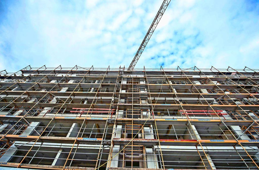 Die Grünen greifen das Thema bezahlbaren Wohnraum auf. Foto: epd