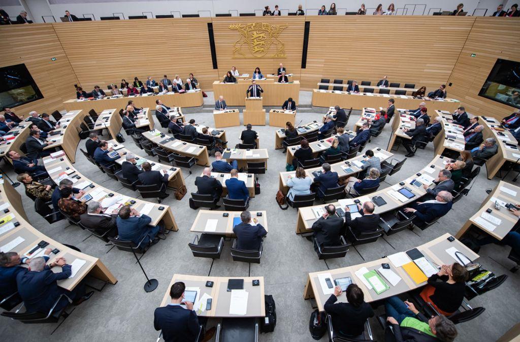 Die Landtagsabgeordneten diskutieren darüber, wofür das Land in den nächsten zwei Jahren Geld ausgeben soll. Foto: dpa/Tom Weller
