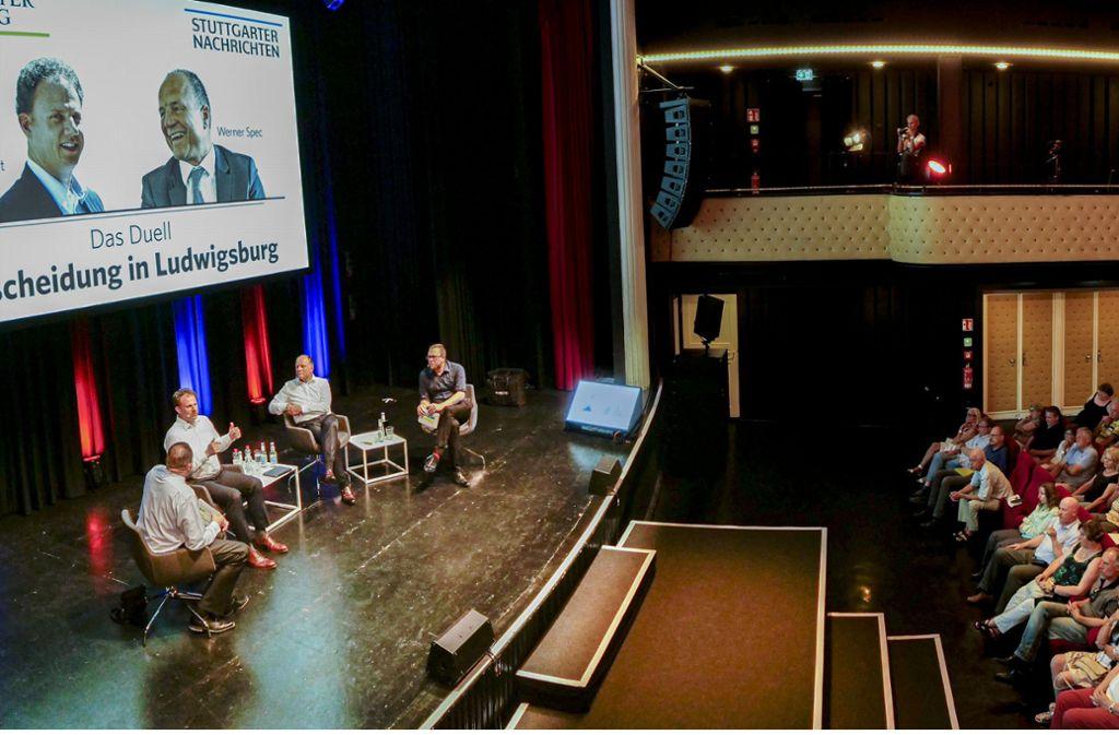 Volles Haus: Rund 450 Zuschauer  verfolgen die Talkshow mit dem Herausforderer Matthias Knecht und dem Amtsinhaber Werner Spec. Weitere Fotos sehen Sie in unserer Bildergalerie. Foto: factum/