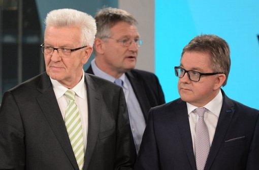 Müssen sich Winfried Kretschmann (links) und  Guido Wolf (rechts) zusammenraufen? Im Hintergrund Jörg Meuthen von der AfD. Foto: dpa