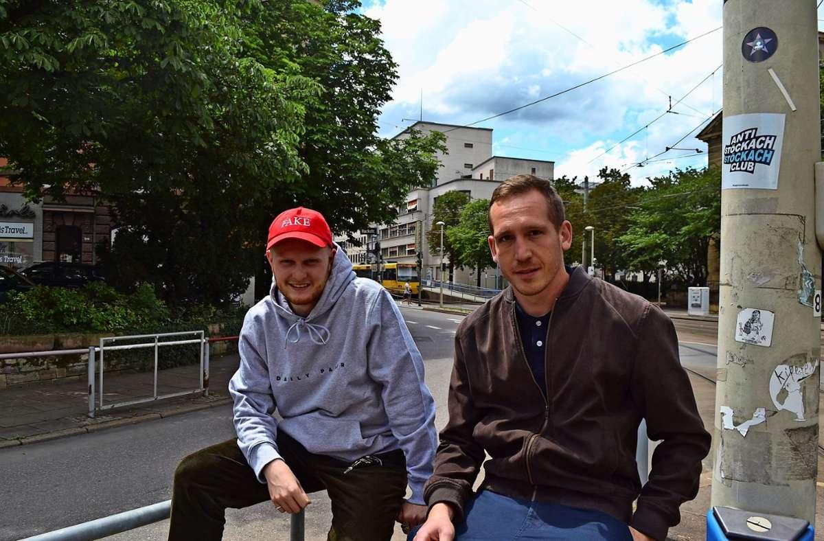 Constantin Schiller (links) und Pascal Hof an ihrem Lieblingsort: dem Stöckachplatz. Foto: Thomas Graf-Miedaner