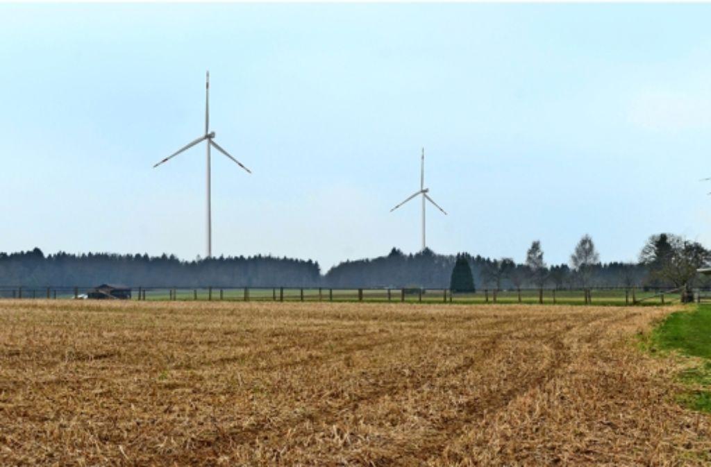 Wer vom Börtlinger Ortsteil Breech zum Adleberger Kaisersträßle schaut, könnte dort – wie auf dieser Visualisierung – demnächt zwei riesige Windräder entdecken. Foto: EnBW