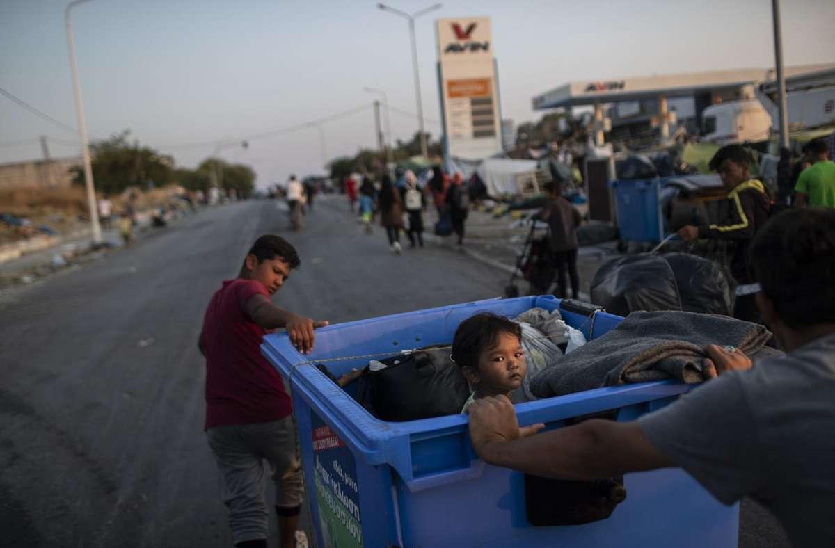 Die Migranten, die nach dem Brand im Flüchtlingslager Moria obdachlos geworden sind, kamen größtenteils im neuen Lager auf Lesbos unter. Foto: dpa/Petros Giannakouris