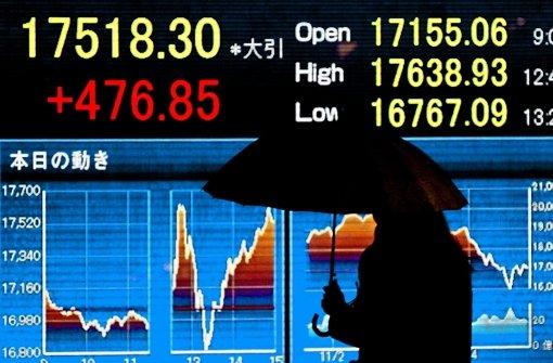Die asiatischen Börsen wie die in Tokio haben mit Kurssprüngen auf die Entscheidung der Notenbank reagiert. Foto: dpa