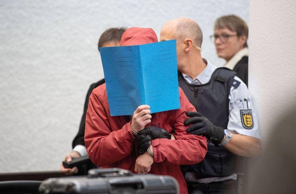 Der Angeklagte vor Gericht in Stuttgart. Foto: dpa