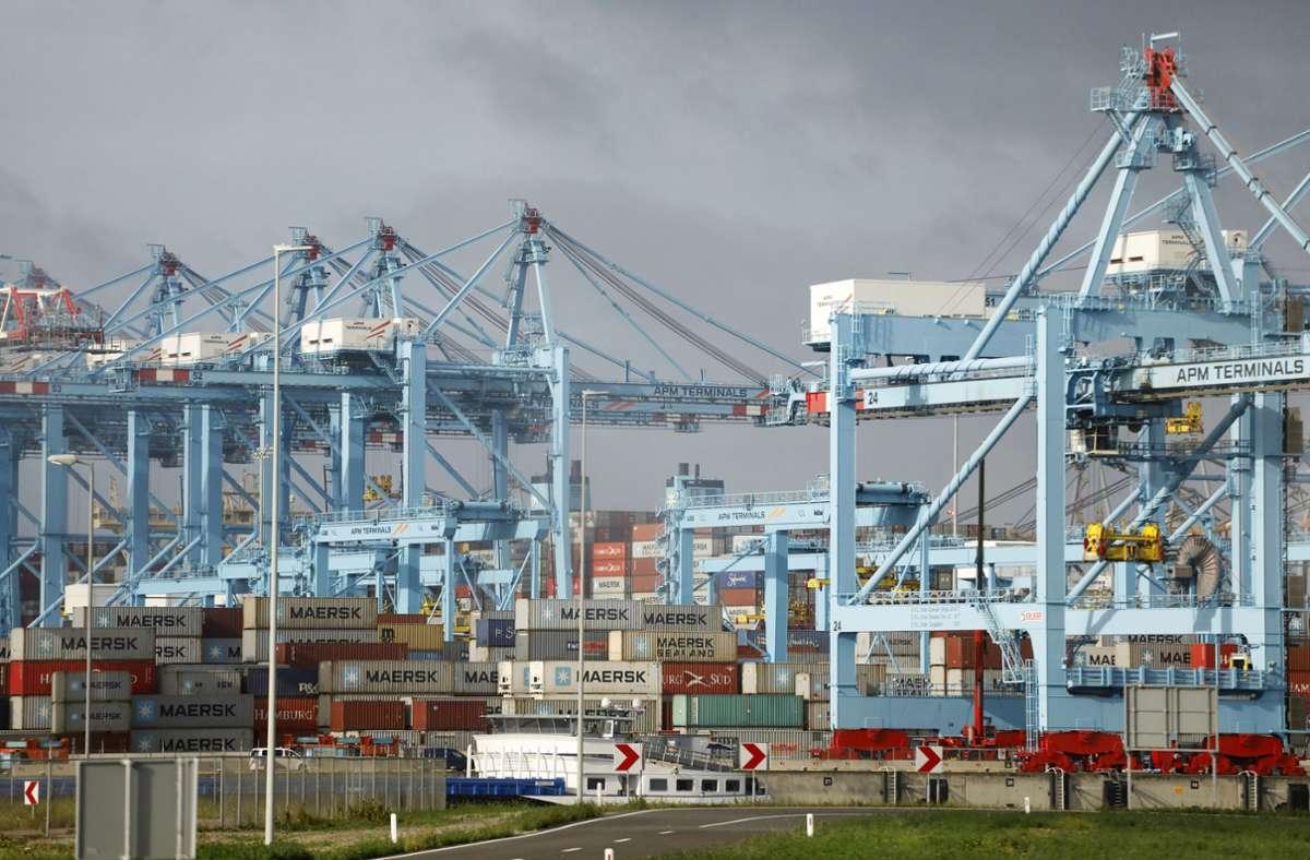 Container-Verschiffung im Rotterdamer Hafen: Der transatlantische Handel kann eine wichtige Rolle spielen, wenn es darum geht, die wirtschaftlichen Folgen der Covid-Krise zu überwinden. Foto: AFP/MANDEL NGAN
