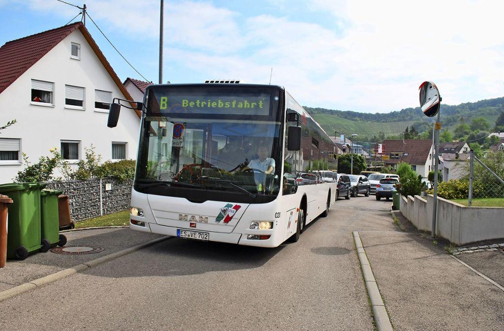 Bislang nur ein Test.  Ab Sommer 2019 soll die Esslinger Buslinie 109 jedoch   rund 15 Monate durch die Tiroler Straße fahren. Foto: Steegmüller