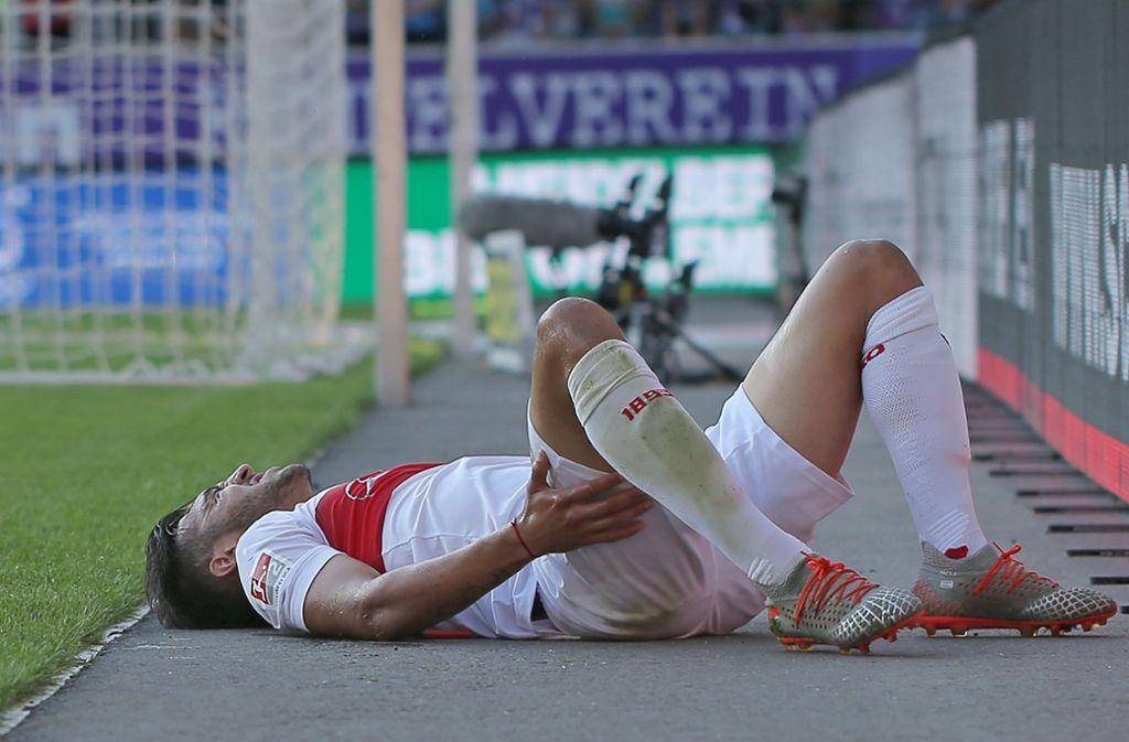 Doppelter Schmerz: Nicolas Gonzalez wird im Strafraum getroffen, aber der Elfmeterpfiff bleibt aus. Foto: Baumann