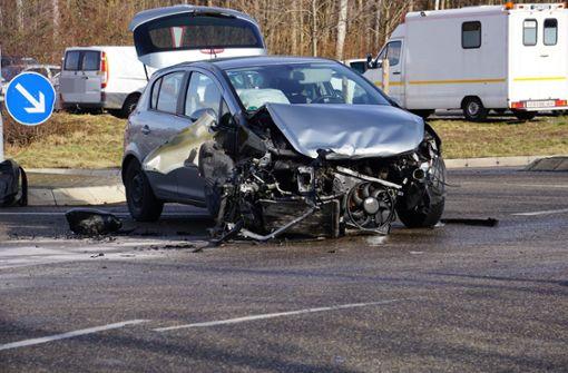 Frau schwer verletzt – Autobahnabfahrt bei Mundelsheim lange gesperrt