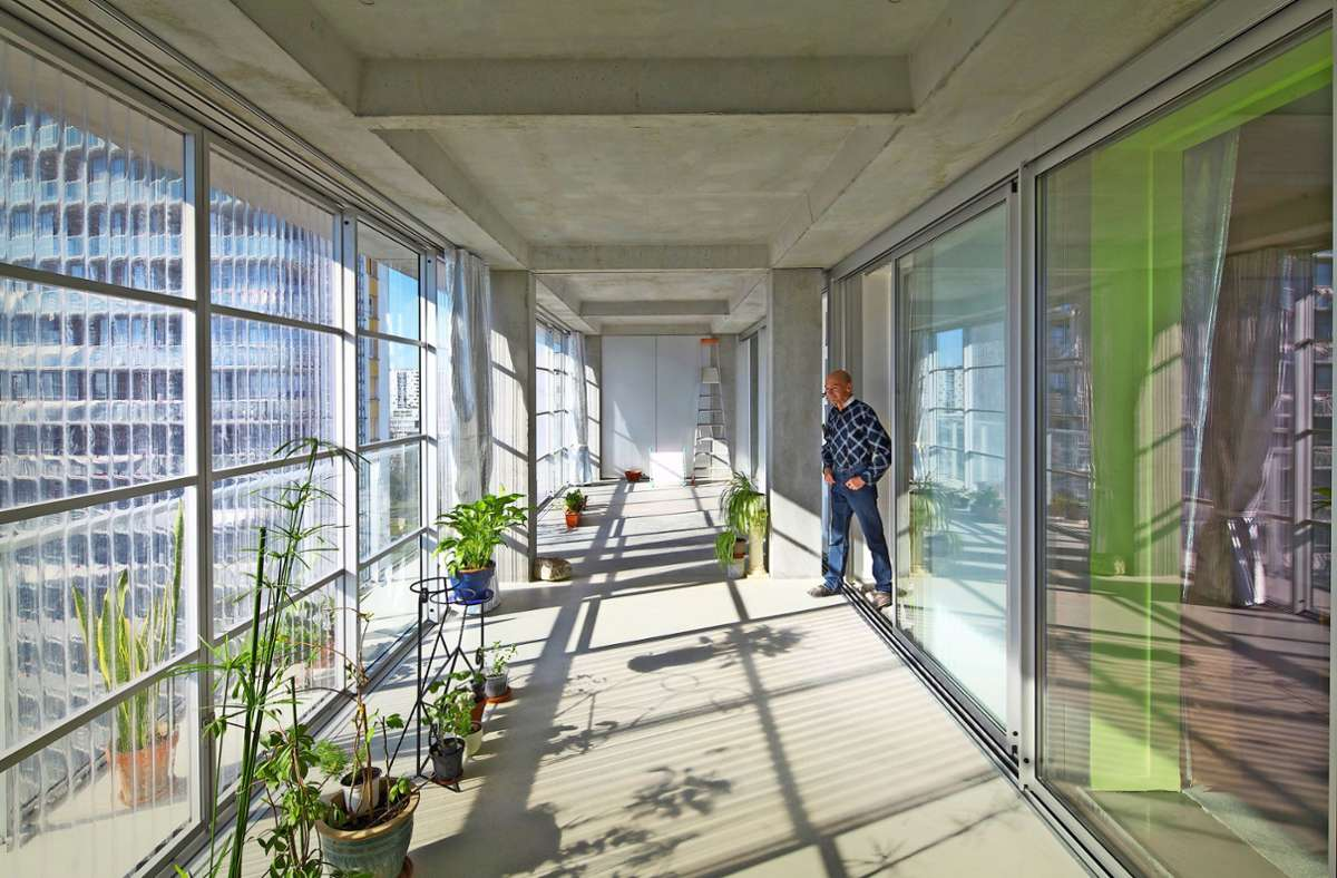 Das Sozialwohnbau-Projekt Grand Parc Bordeaux illustriert, wie sich hässliche Plattenbauten in attraktiven Wohnraum verwandeln können. Fassade und Wohnungen wurden  mit Wintergärten aufgewertet. Foto: Pritzker Prize/Philippe Ruault