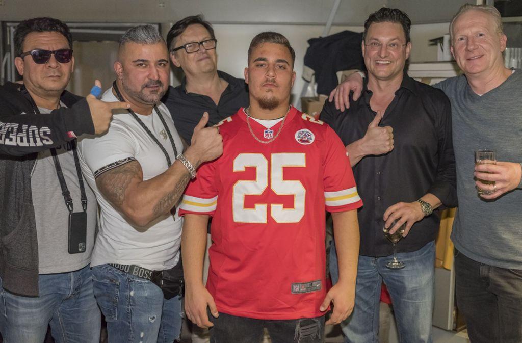 Der Club der Old Friends will den jungen Stuttgarter Rapper Sammo (Mitte) ganz nach oben bringen. Links neben ihm ist Fitz Braum, der frühere Chef von Four Music. Foto: Andreas Engelhard