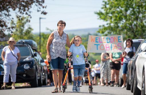 Schwerbehindertes Kind absolviert Marathon und sammelt über 50.000 Euro