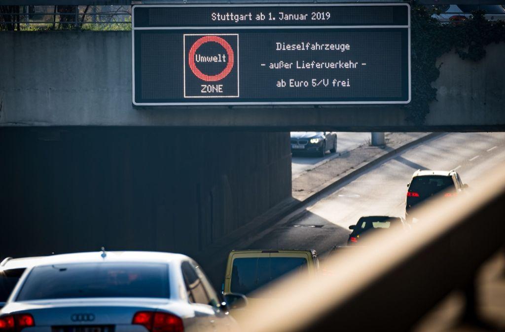 Die Landeshauptstadt sperrt alte Dieselfahrzeuge aus. Foto: Lichtgut/Achim Zweygarth