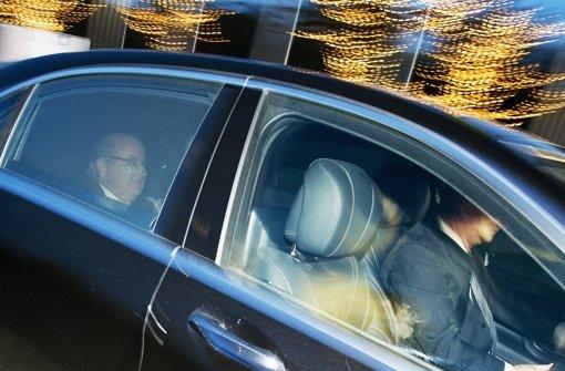 Blatter sagt aus, Platini schickt seinen Anwalt