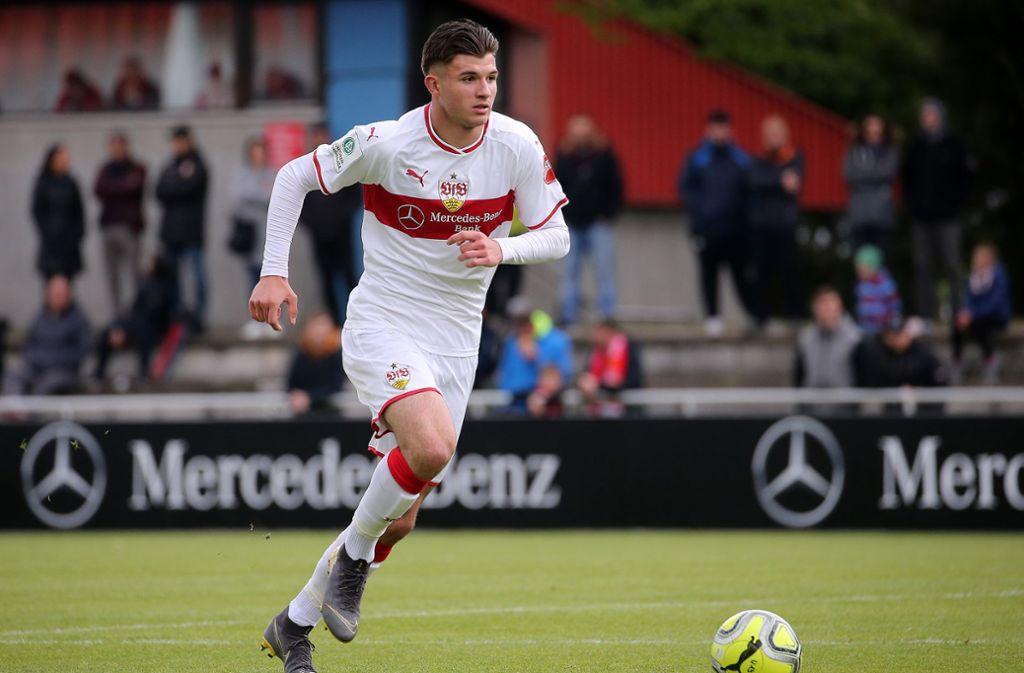 Die VfB-Talente in alphabetischer Übersicht: Antonis Aidonis (18). Aidonis war bereits im Wintertrainingslager mit dabei. Der bullige Verteidiger gehörte zu den Stützen der überaus erfolgreichen U19 in der abgelaufenen Saison, kam zudem auf zwei Einsätze in der Bundesliga. Seine Stärken liegen in der Zweikampfführung und dem Kopfballspiel. Der Abwehrspieler  gilt als eines der Talente im Club, dem der endgültige Sprung in den Profikader zugetraut wird. Foto: Pressefoto Baumann