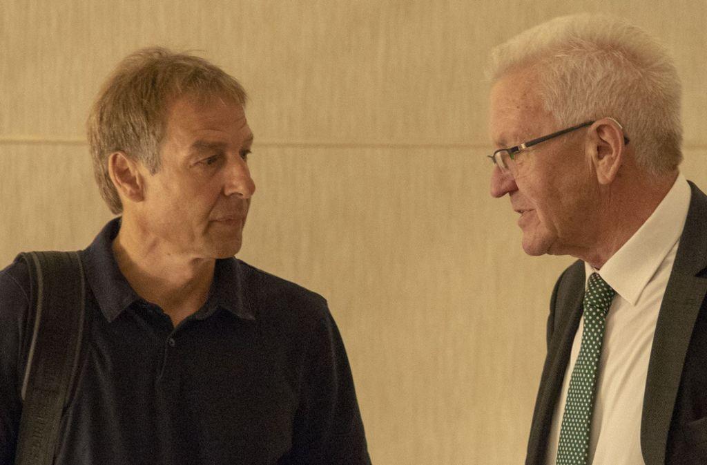 Zwei Schwaben unter sich: Jürgen Klinsmann (links) trifft sich in Kalifornien mit Winfried Kretschmann. Foto: Jana Höffner / Staatsministerium Baden-Württemberg
