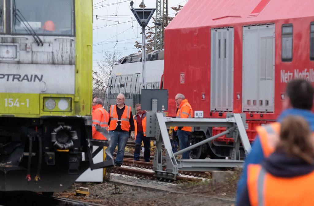 Bei dem Unfall wurden fünf Fahrgäste verletzt. Foto: dpa/Sebastian Willnow