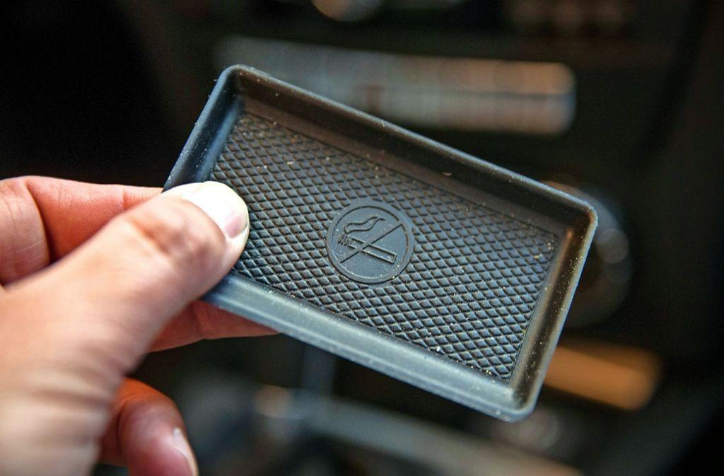 In vielen Autos  findet sich heute statt eines Aschenbechers eine Abdeckung. Foto: Lichtgut/Leif Piechowski