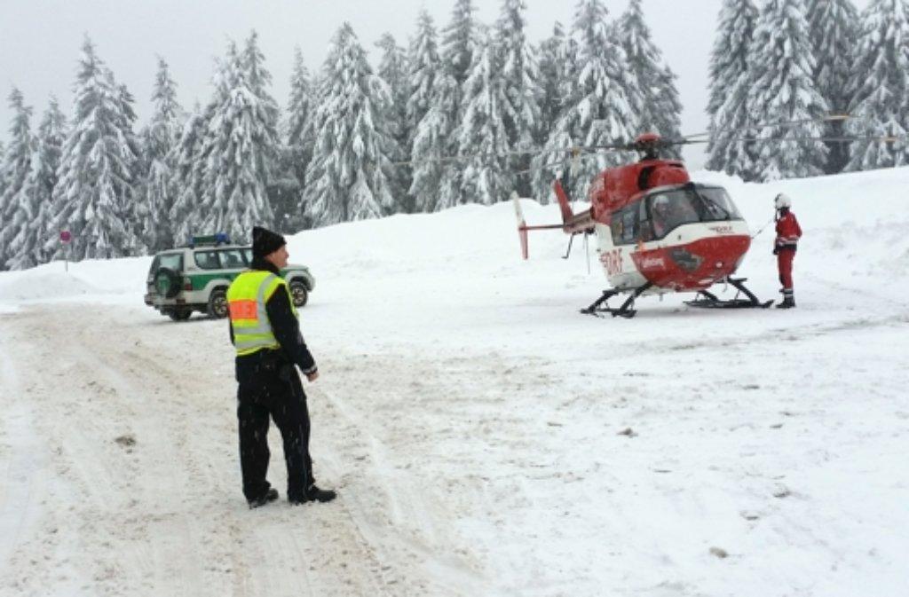Am Feldberg im Schwarzwald sind zwei Mensch von Lawinen verschüttet worden.  Foto: dpa