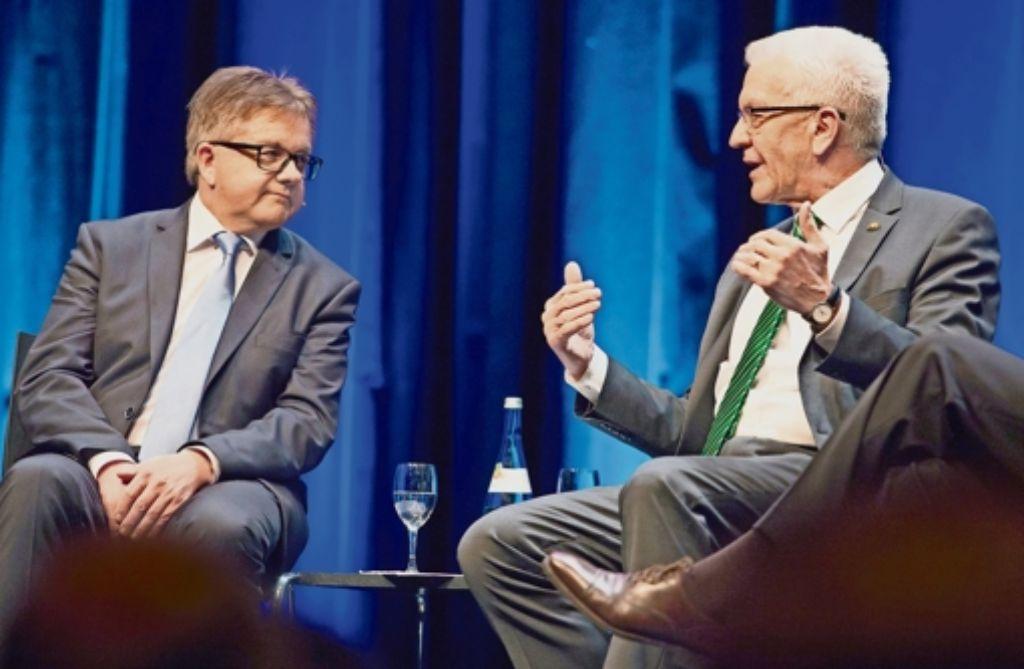 Flüchtlingskrise und Bildungspolitik: bei diesen heiß umstrittenen Themen schenkten sich Guido Wolf (links) und Winfried Kretschmann nichts. Foto: dpa