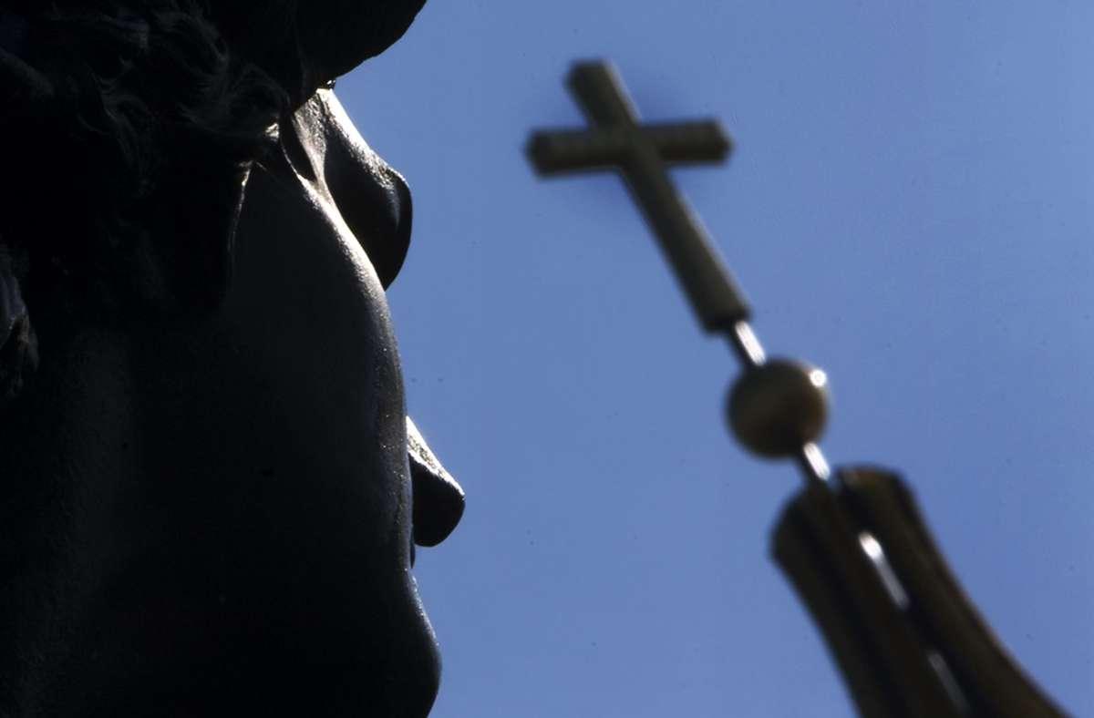 Die Pfarrei in Queidersbach im Landkreis Kaiserslautern hat einen neuen Pfarrer (Symbolbild). Foto: dpa/Arno Burgi