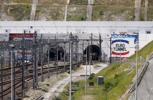 Mehr als 100 Flüchtlinge stürmen Eurotunnel