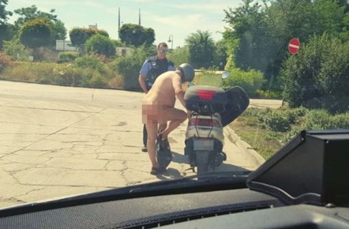 Nackter Rollerfahrer macht die Polizei sprachlos
