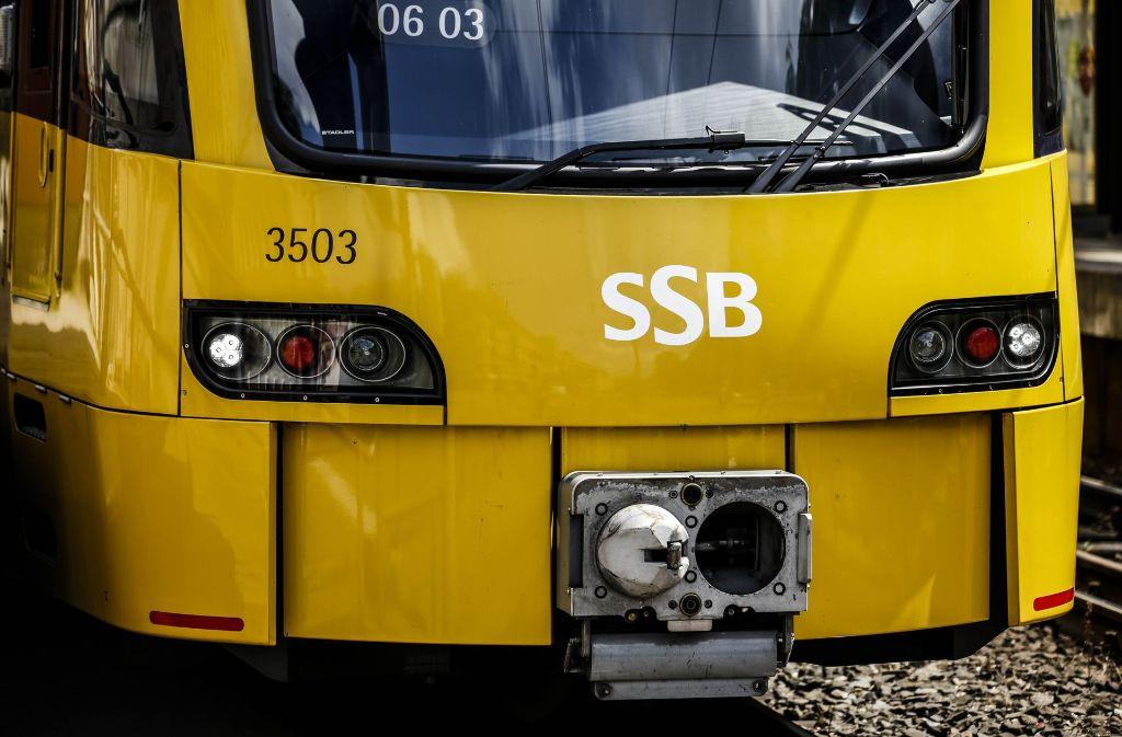 In der Schlossstraße in der Innenstadt hat es einen Stadtbahnunfall gegeben. Foto: Leif Piechowski