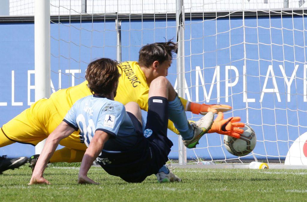 Noch einmal müssen Mijo Tunjic und die Stuttgarter Kickers vollen Einsatz zeigen – um mit einem Sieg zumindest die Minimalchance auf den Klassenverbleib in der Regionalliga zu wahren. Foto: Baumann