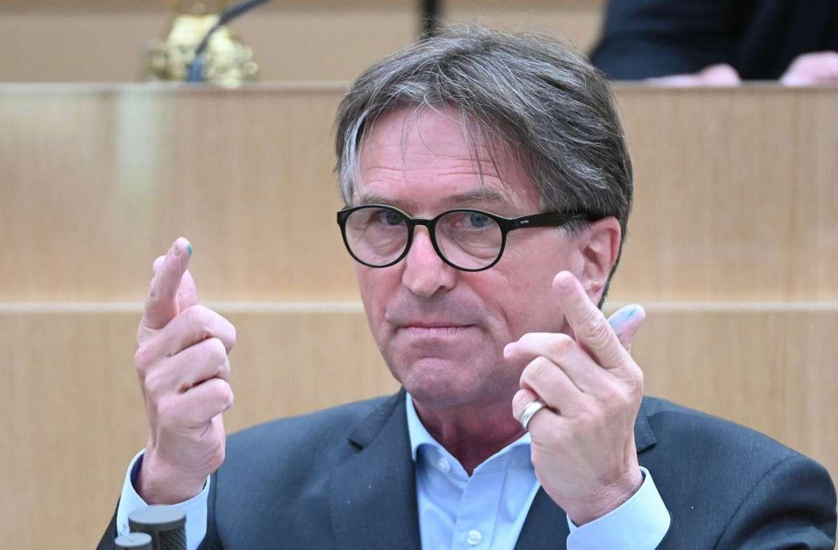 Sozialminister Manfred Lucha (Grüne) wagt einen bundespolitischen Alleingang. Foto: dpa/Bernd Weissbrod