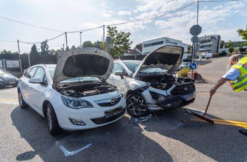 Zwei Verletzte bei Kollision – Zeugen gesucht