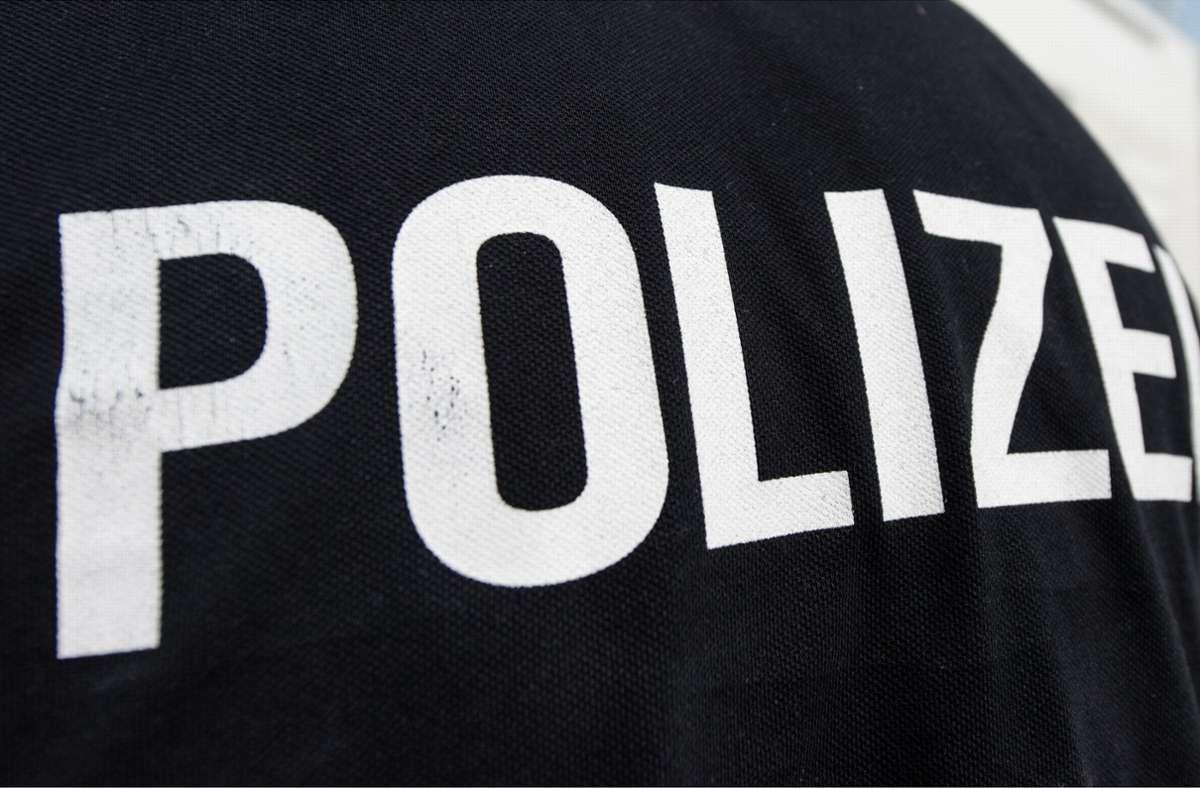 Die Kriminalpolizei ermittelt nach dem bewaffnete Überfall (Symbolbild). Foto: dpa/Patrick Seeger