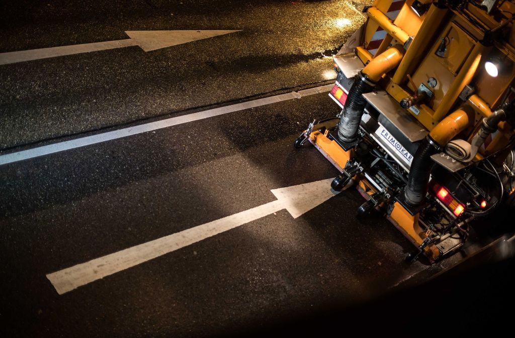 Mit speziellen Fahrzeugen werden in Stuttgart die Straßen von Feinstaub gereinigt. Laut Meteorologen zeigen diese nun Wirkung. Foto: Lichtgut/Max Kovalenko