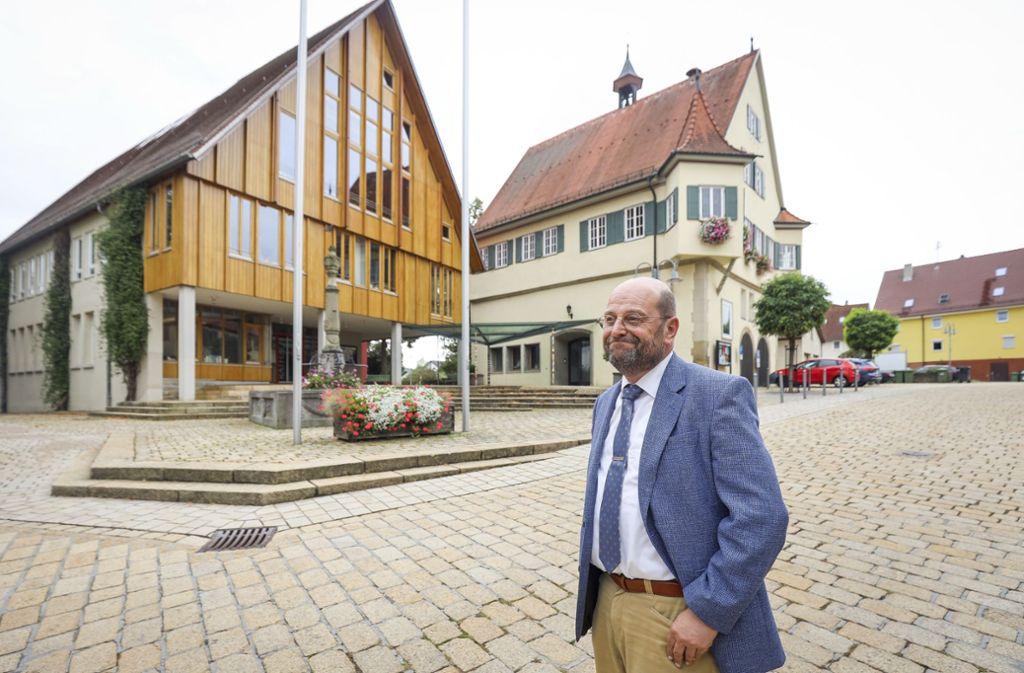 Volker Godels Zeit als Ingersheimer Bürgermeister endet im Mai. Wer ihm nachfolgt, bestimmen die Ingersheimer am Sonntag. Foto: factum/Simon Granville