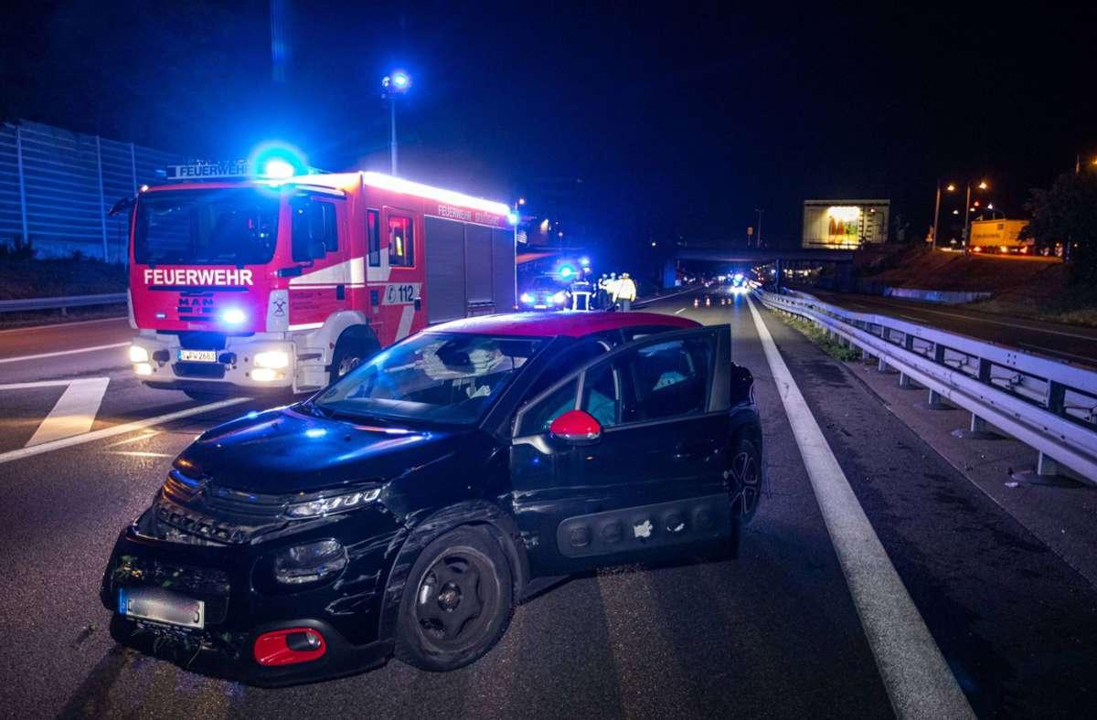 Ein Autofahrer ist bei einem Unfall auf der B10 in Richtung Esslingen schwer verletzt worden. Foto: 7aktuell.de/Simon Adomat