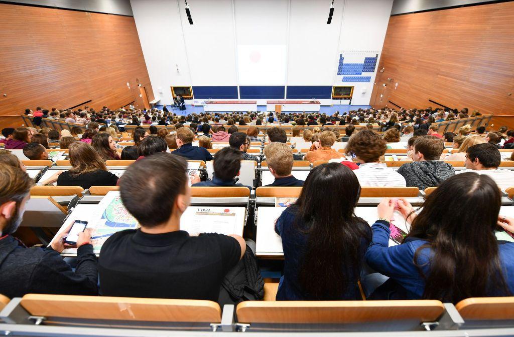 Noch zahlen Studierende wie hier in Heidelberg keine Gebühren. Das ändert sich für Nicht-EU-Ausländer ab Herbst. Foto: dpa