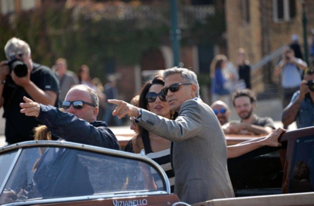 Schon bei ihrer Ankuft in Venedig haben George Clooney und seine Zukünftige Amal Alamuddin gehörig für Aufsehen gesorgt. Foto: dpa