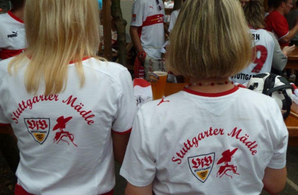 Die Stuttgarter Mädle sind eingefleischte VfB-Stuttgart-Fans - auf die weibliche Art. Hübsche Trikots gehören natürlich auch dazu. Foto: Stuttgarter Mädle