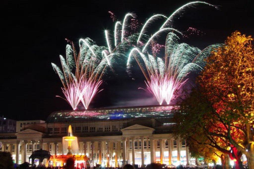 Während der langen Einkaufsnacht am vergangenen Samstag waren in Stuttgart mehr als 180.000 Menschen unterwegs. Unter ihnen waren auch unsere Leserfotografen, deren Bilder zeigen, wie schön Stuttgart leuchten kann. Foto: Leserfotograf guenther