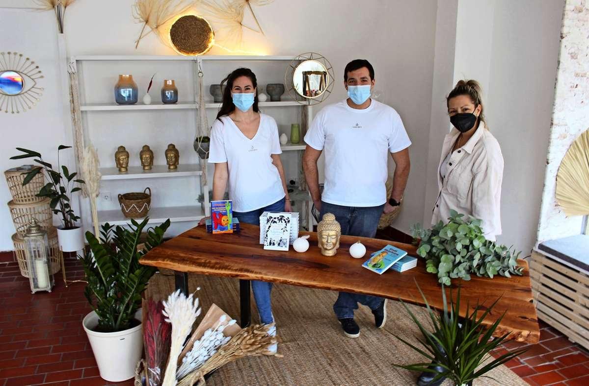 Suse Mayer, André Alber und Jasmin Barbaro (v.l.) haben sich mit Vidamia den Traum vom eigenen Laden erfüllt. Foto: Caroline Holowiecki