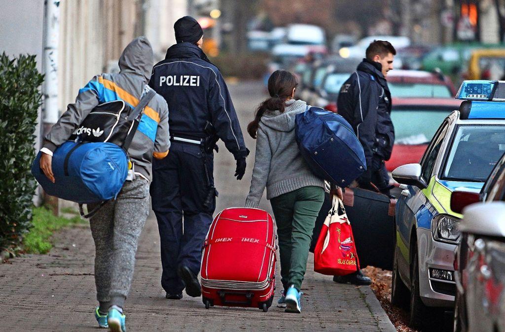 In Schleswig-Holstein wird eine Bleibeperspektive für abgelehnte Asylbewerber diskutiert (Symbolbild). Foto: dpa-Zentralbild